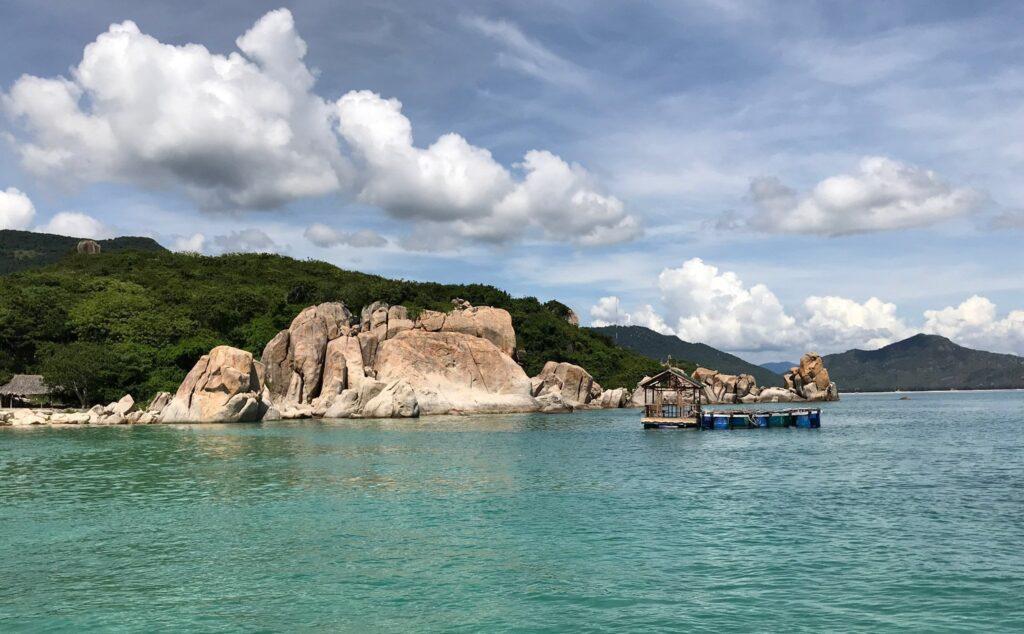 Đến Bình Tiên du khách có thể thỏa sức ngắm san hô