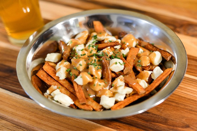 Poutine - Món ăn mang văn hóa ẩm thực Vancouver