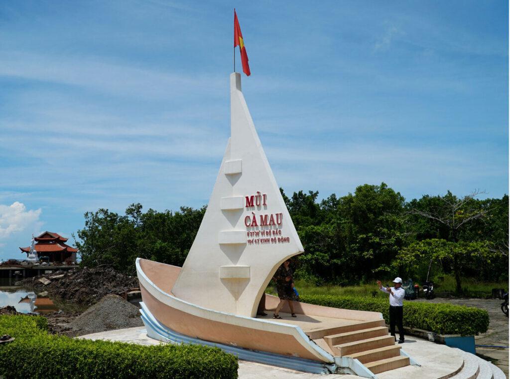 Mũi Cà Mau là điểm đến du lịch nổi tiếng, được nhiều du khách ghé thăm
