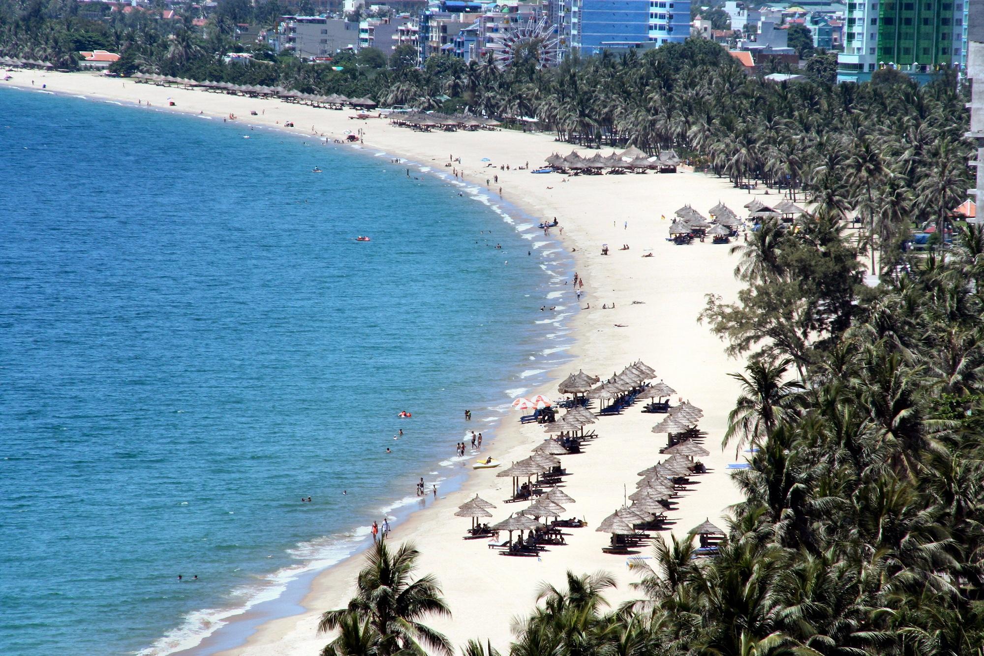 Biển Mỹ Khê được đánh giá là một trong số sáu bãi biển đẹp nhất hành tinh