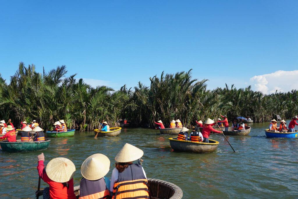 Rừng dừa Bảy Mẫu là điểm du lịch được nhiều người yêu thích