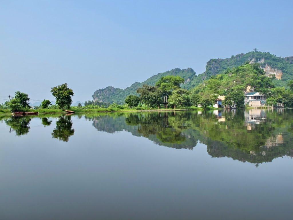 Hồ Quan Sơn là điểm cắm trại nổi tiếng ở gần Hà Nội