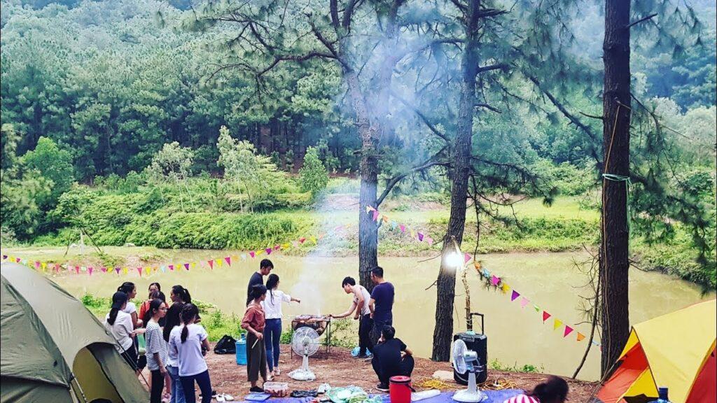 Núi Hàm Lợn là điểm cắm trại gần Hà Nội được nhiều sinh viên yêu thích