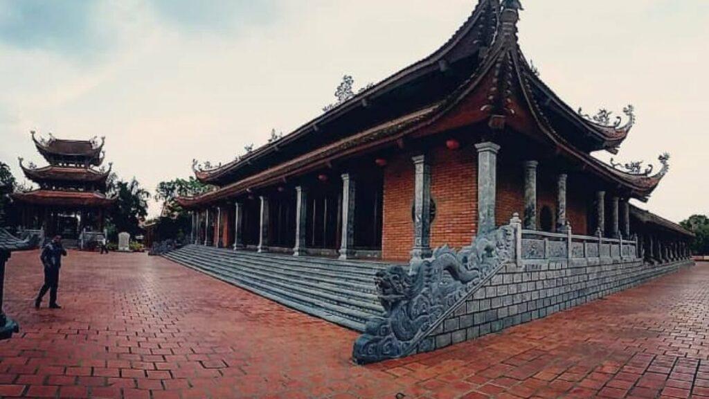 Thiền viện Trúc Lâm Phương Nam là ngôi chùa có quy mô lớn nhất vùng Tây Nam Bộ