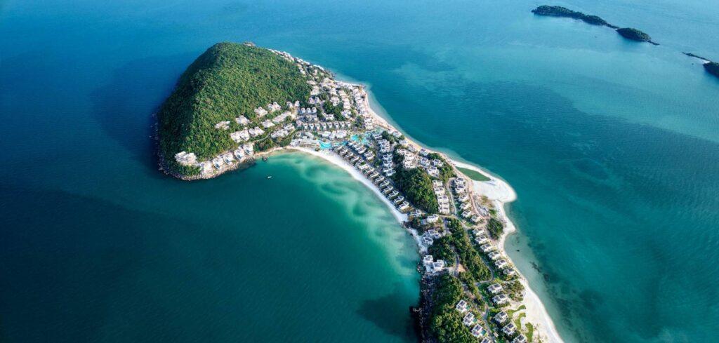 Biển Phú Quốc luôn nổi tiếng bởi sự sạch sẽ, nước trong và bãi cát mịn màng