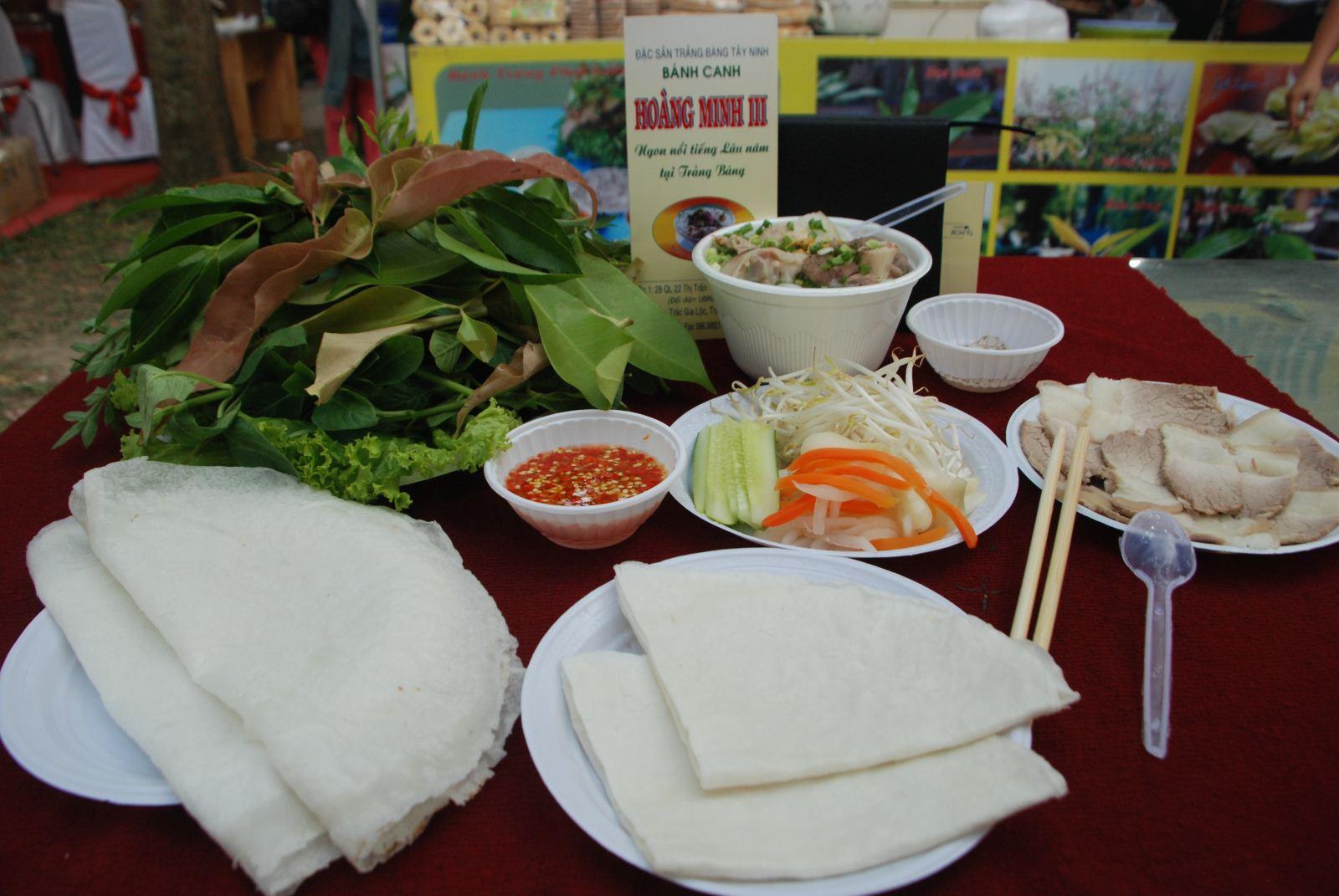 Bánh tráng me đặc trưng không thể thiếu của Tây Ninh