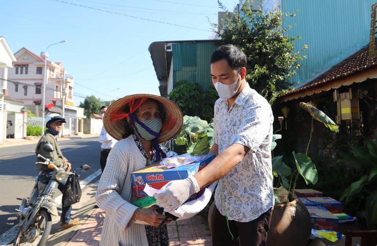 người Sài Gòn sẵn sàng giúp đỡ mọi người