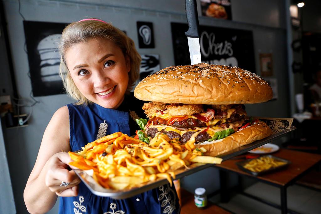 Hamburger khổng lồ - Món ăn nhanh chóng lấp đầy dạ dày