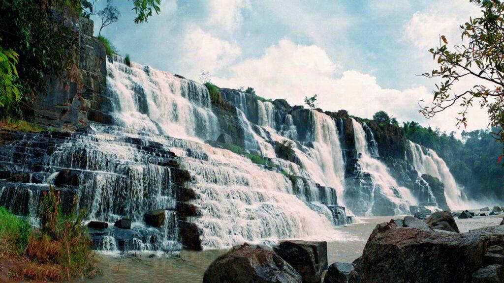 Thác Pongour là một ngọn thác hoang sơ, được nhiều du khách dành lời khen ngợi
