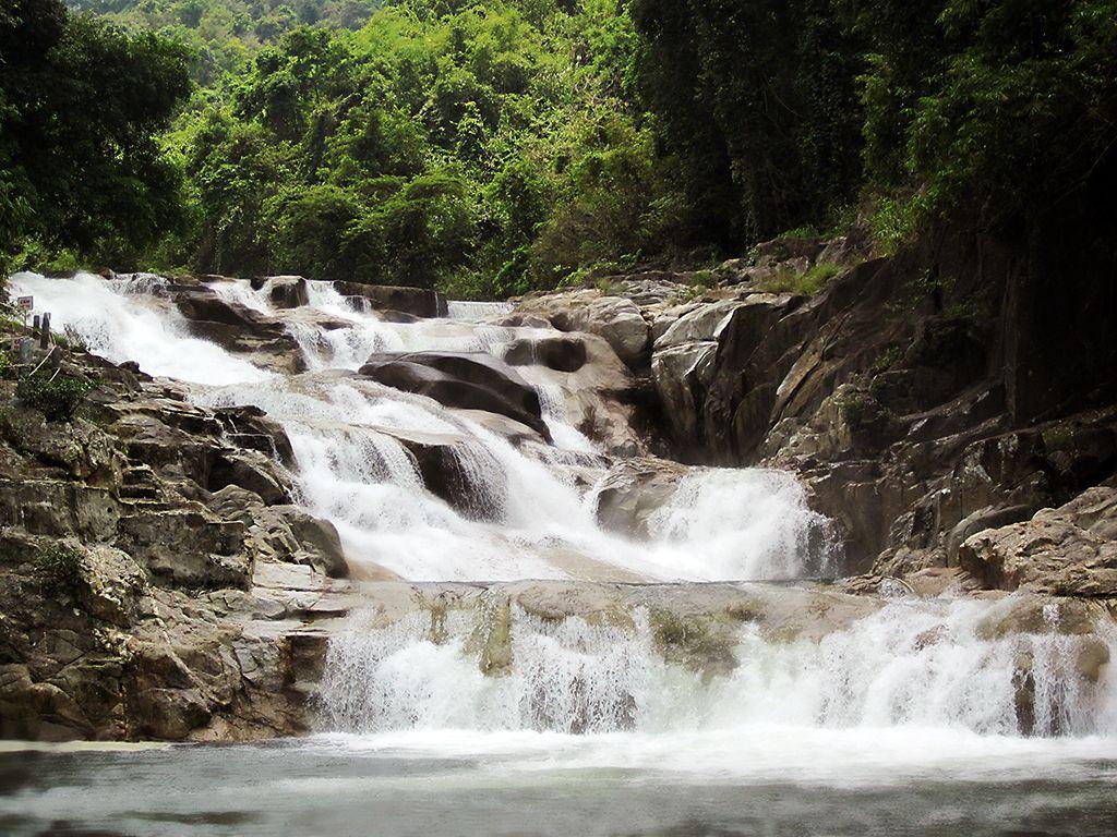 Thác Yang Baynằm tại địa phận tỉnh Khánh Hòa