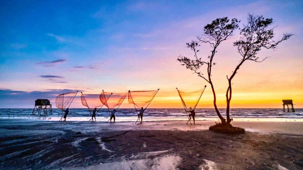 Biển Tân Thành là điểm du lịch gần Sài Gòn được nhiều người yêu thích