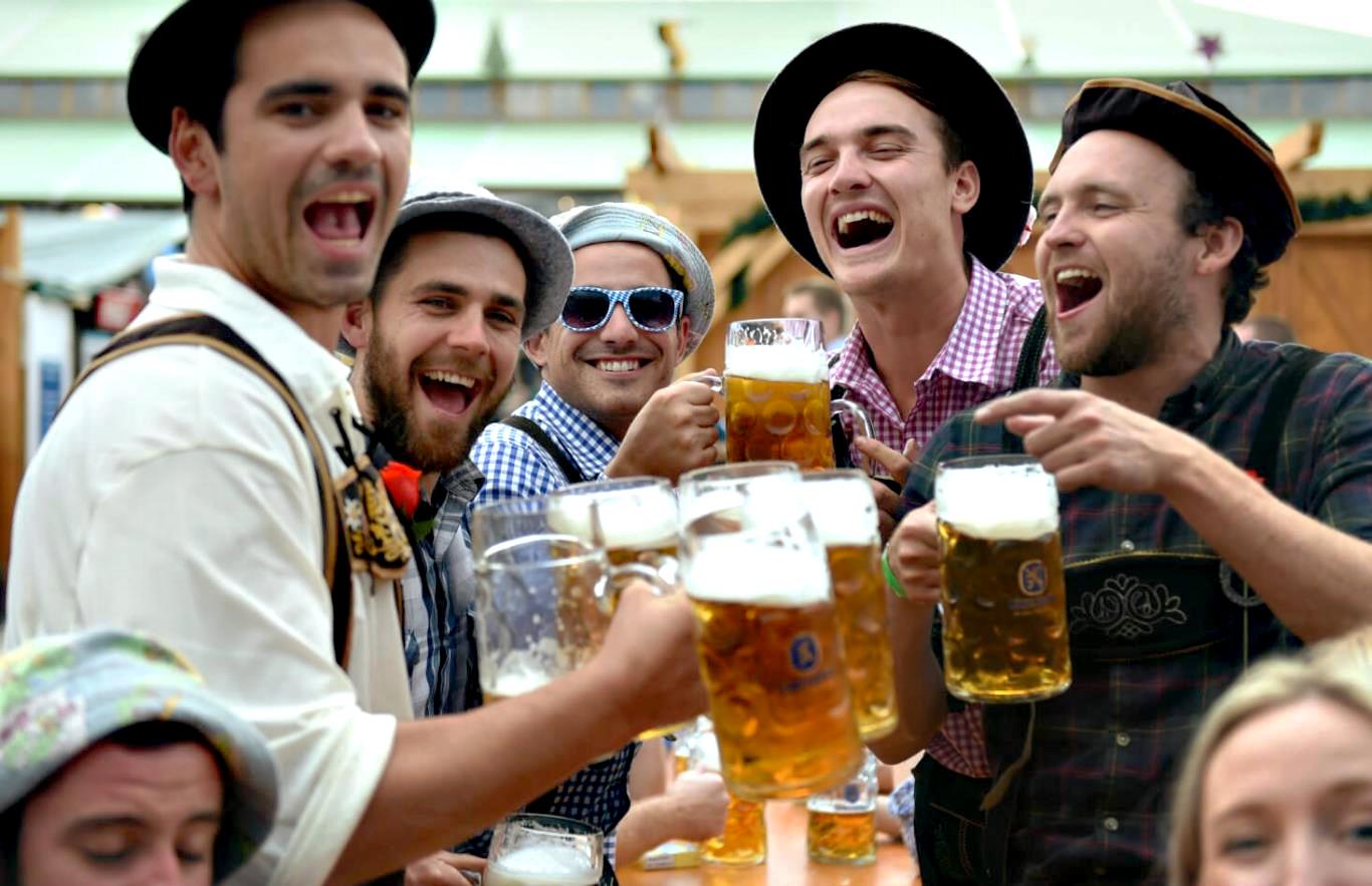 Oktoberfest – Lễ hội bia ở Đức (cuối tháng 9 đến đầu tháng 10)